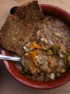 Presa in castagna (zuppa di lenticchie e castagne all'arancia)