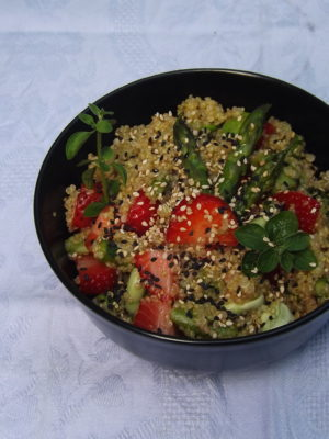 Insanabili antipatie (quinoa con fragole, asparagi e fave)