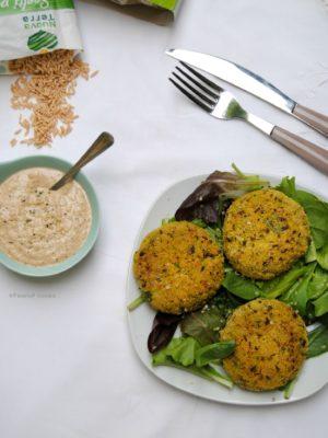 Una crocchetta verde speranza: crocchette di avena e asparagi con maionese di semi di canape e erba cipollina