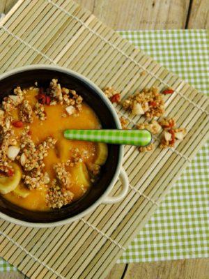 Granola crudista al sesamo, cocco e bacche di goji e impressioni di settembre
