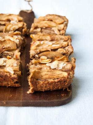 «Easy Flourless muffins, bars & cookies» e barrette di mele e farina di mandorle con solo 4 ingredienti