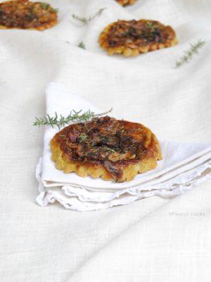 Di ritorni più o meno graditi. Mini tarte tatin senza glutine di cipolle caramellate