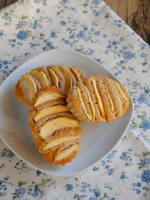 Meglio pochi ma buoni – Tortine di mela, cocco e fava tonka senza glutine, olio e zucchero