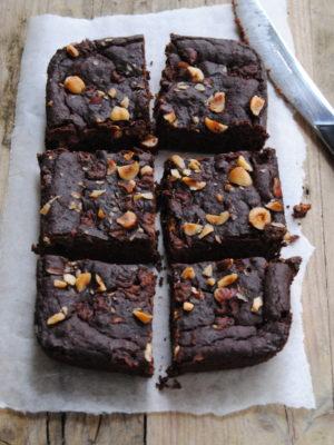 Cioccolato unica certezza nella vita. Brownies al cioccolato e nocciole con fagioli azuki.