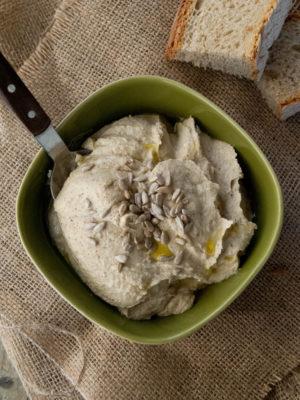 Hummus di cicerchie e semi di girasole