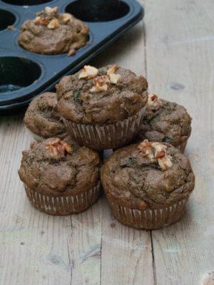 Muffin salati alle cime di rapa con farina di canapa, noci e pomodori secchi