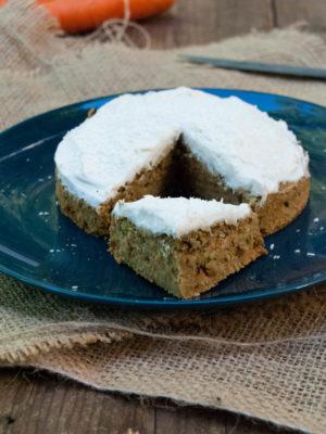 Single serve carrot (pan)cake, senza zucchero e senza grassi aggiunti