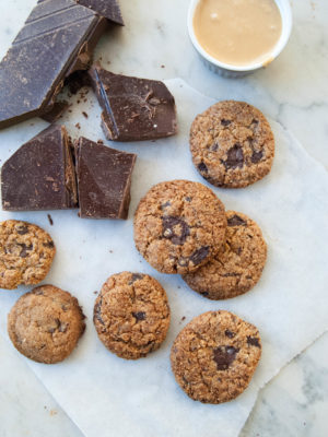 Flourless chocolate chip cookies con 3 ingredienti (vegan, grain free, refined sugar free) + chasing balance