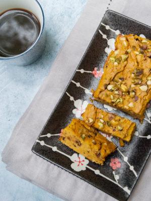 Sformato dolce di ricotta e zucca con gocce di cioccolato e pistacchi
