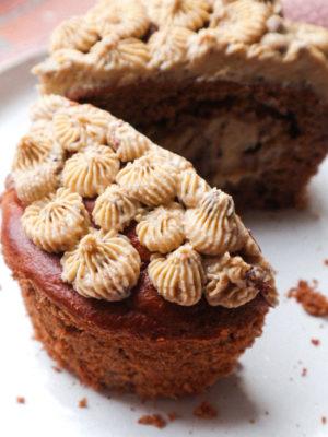 Cupcake ripieno di chocolate chip cookie dough